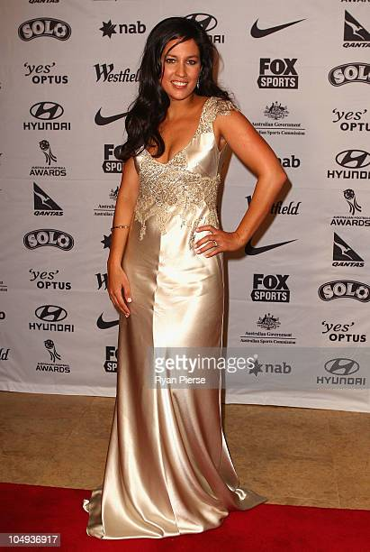 Melanie McLaughlin arrives for the Australian Football Awards at Sofitel Hotel on October 7, 2010 in Sydney, Australia.