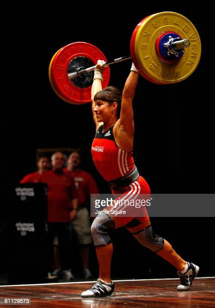 Melanie Roach lifts in the womens cleanandjerk competition as her coaches look on during the 2008 Olympic Weightlifting Trials on May 17 2008 at the...