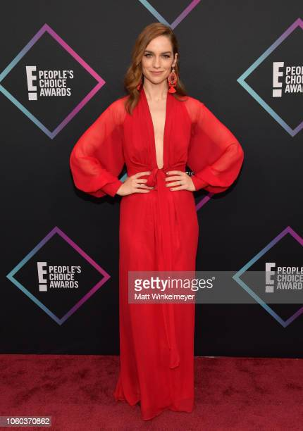 Melanie Scrofano attends the People's Choice Awards 2018 at Barker Hangar on November 11 2018 in Santa Monica California