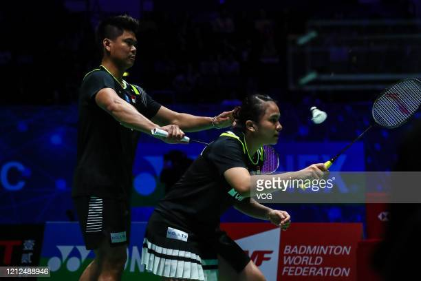 Melati Daeva Oktavianti and Praveen Jordan of Indonesia compete in the Mixed Doubles semi-final match against Marcus Ellis and Lauren Smith of...