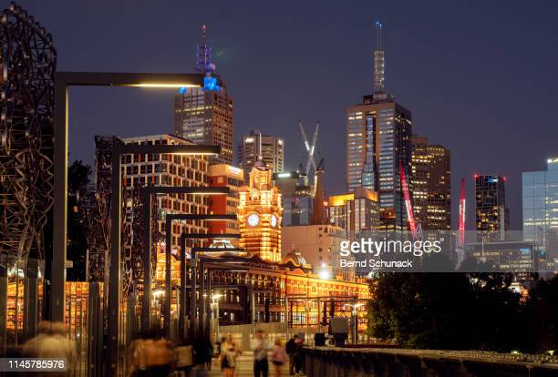 melbourne at dusk - bernd schunack stock pictures, royalty-free photos & images