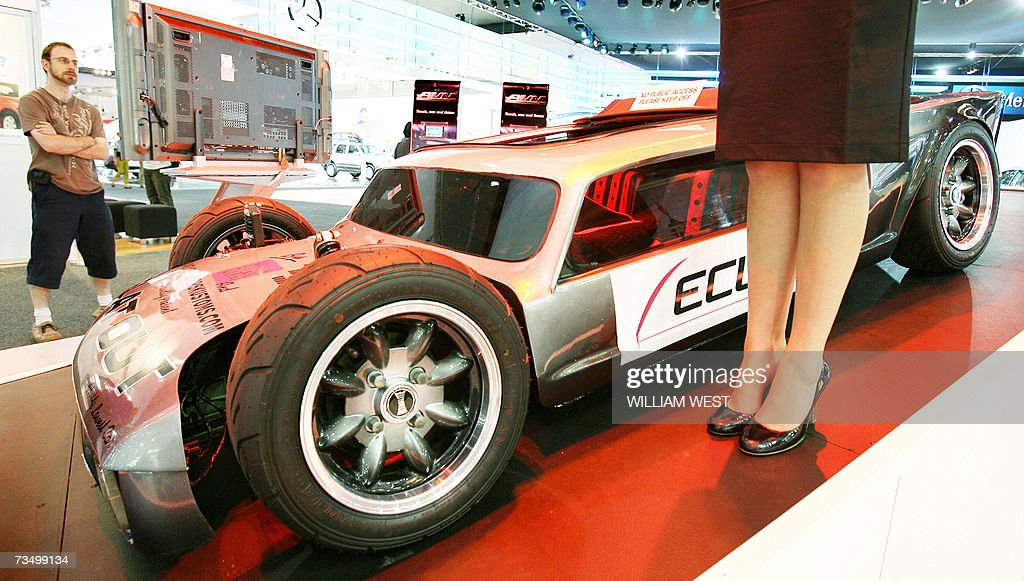 The Worlds Lowest Car Stands Knee High Pictures Getty Images - Car show wheel stands