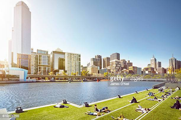 melbourne city - incidental people stock pictures, royalty-free photos & images