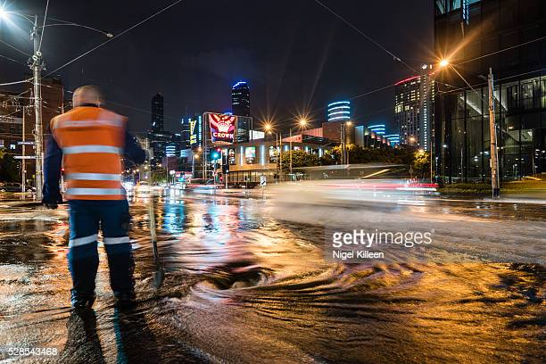 melbourne floods - heavy rain stockfoto's en -beelden