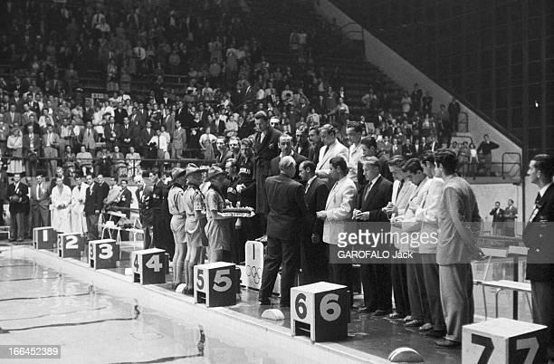 Melbourne Olympic Games 1956 A Melbourne en Australie les XVIèmes Jeux Olympiques d'été du 22 novembre au 8 décembre devant un bassin olympique la...
