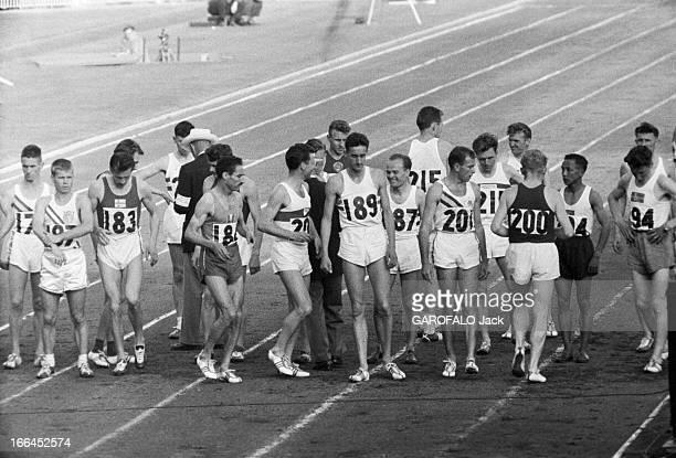 Melbourne Olympic Games 1956 A Melbourne en Australie les XVIèmes Jeux Olympiques d'été du 22 novembre au 8 décembre le russe Vladimir KUTS à droite...