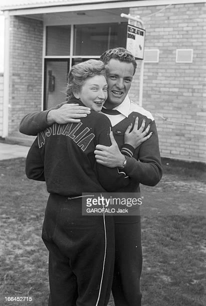 Melbourne Olympic Games 1956 A Melbourne en Australie les XVIèmes Jeux Olympiques d'été du 22 novembre au 8 décembre l'australienne Betty CUTHBERT...