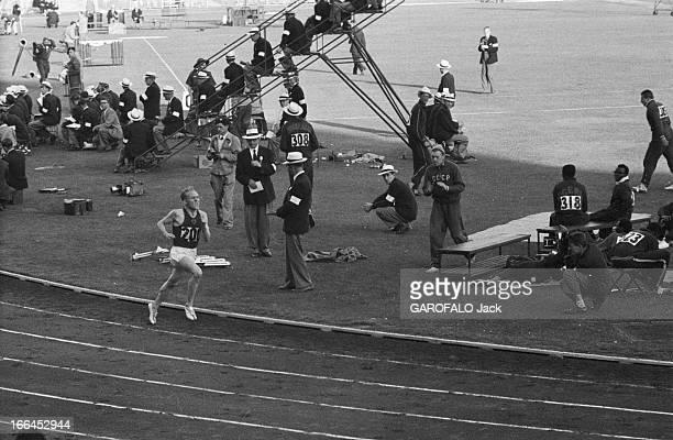 Melbourne Olympic Games 1956 A Melbourne en Australie les XVIèmes Jeux Olympiques d'été du 22 novembre au 8 décembre le russe Vladimir KUTS vainqueur...