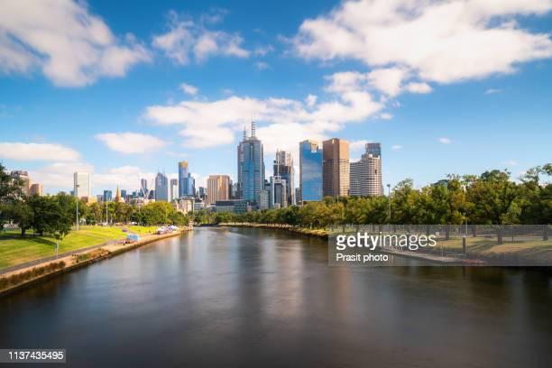 melbourne skyline and yarra river in melbourne, victoria, australia. - ヤラ川 ストックフォトと画像