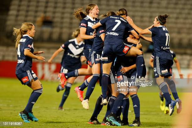 Melbourne Victory celebrate after winning he 2021 W-League Grand Final match between Sydney FC and Melbourne Victory at Netstrata Jubilee Stadium on...