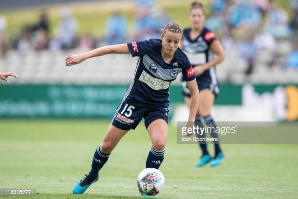 Melbourne Victory forward Amy Jackson attacking during the round 1 W-League soccer match between Sydney FC Women and Melbourne Victory Women on...