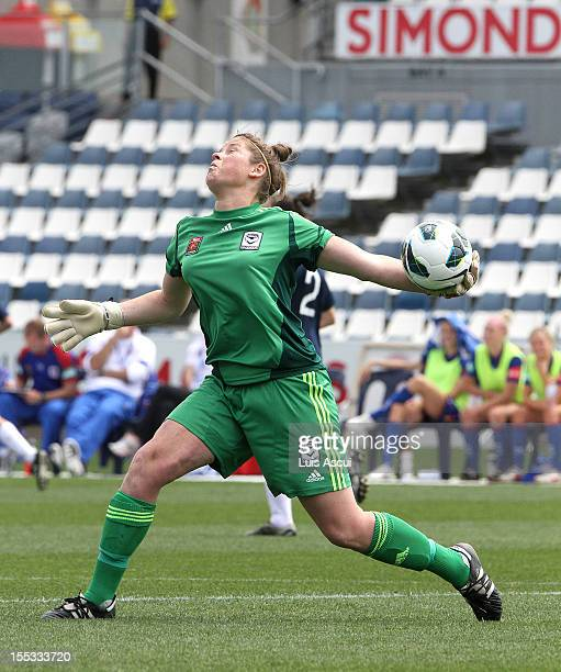 Melbourne Victory goalkeeper Brianna Davey throws the ball during the round three WLeague match between the Melbourne Victory and the Newcastle Jets...