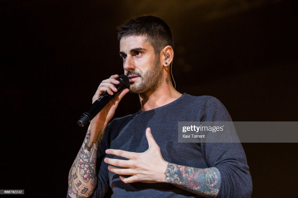 Melendi Performs in Concert in Barcelona