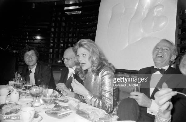 Melina Mercouri et Jules Dassin avec Edgar Faure et Joe Dassin lors d'un dîner officiel le 24 novembre 1970 à Paris France