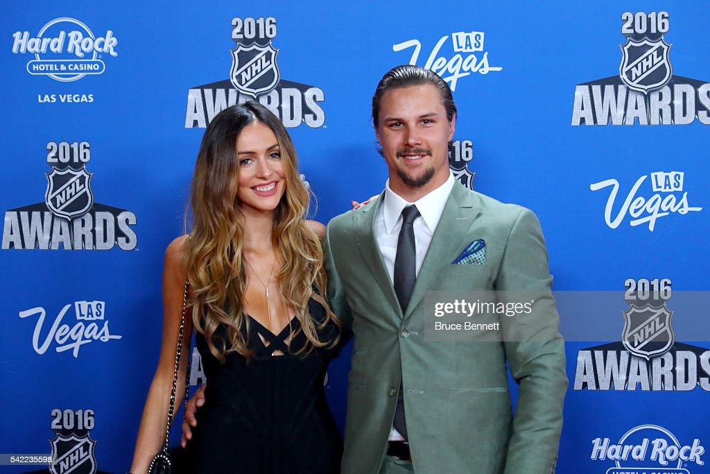 2016 NHL Awards - Red Carpet : News Photo