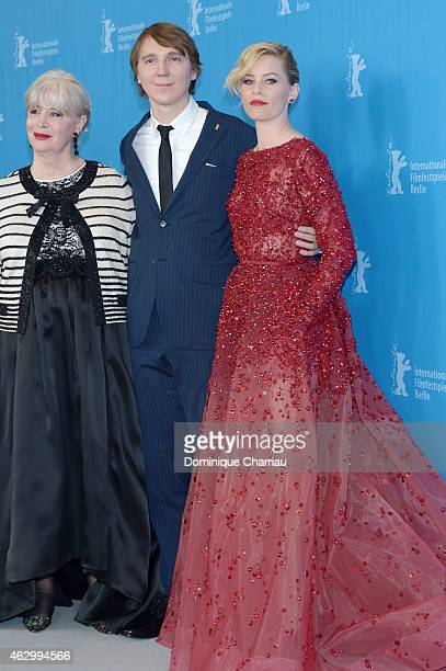 Melinda Ledbetter Elizabeth Banks and Paul Dano attend the 'Love Mercy' photocall during the 65th Berlinale International Film Festival at Grand...