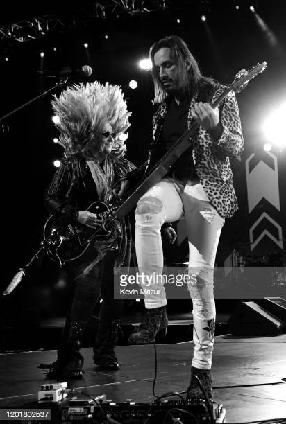 Melissa Etheridge and Nuno Bettencourt perform onstage during MusiCares Person of the Year honoring Aerosmith at West Hall at Los Angeles Convention...