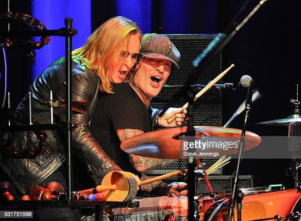 Melissa Etheridge and Tommy Lee perform at the 3rd Annual Acoustic4ACure concert a Benefit for the Pediatric Cancer Program at UCSF Benioff...