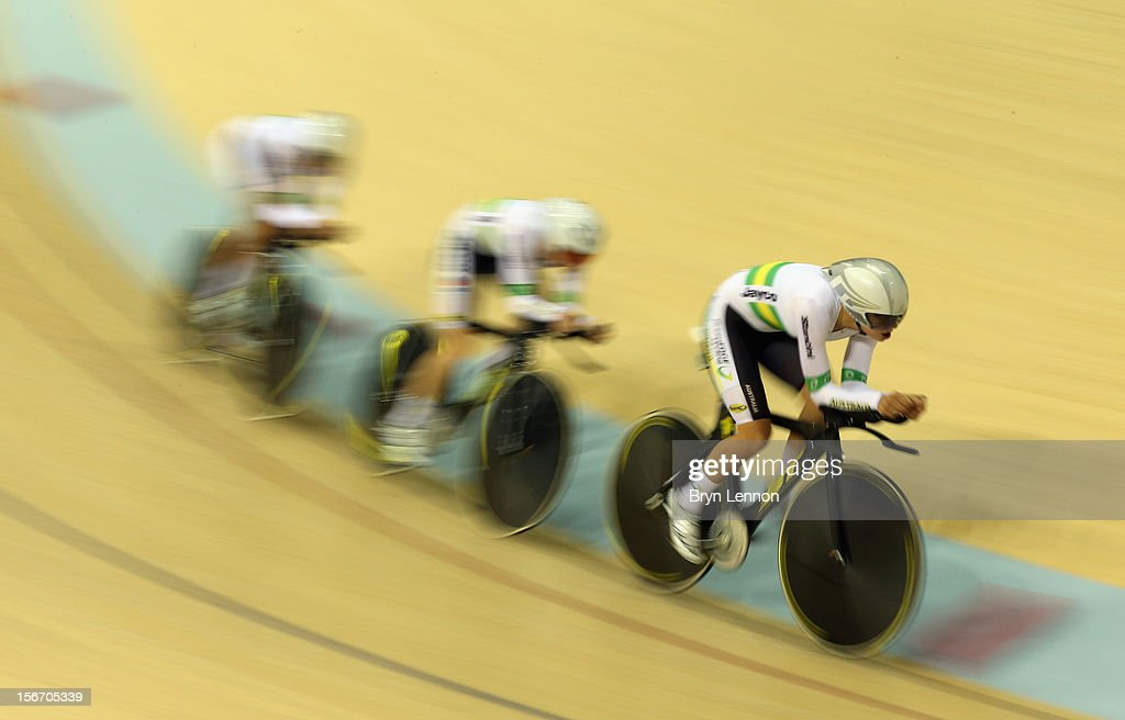 Melissa Hoskins leads Amy Cure and Ashlee Ankudinoff of Australia in qualifying for the Women's Team Pursuit during day one of the UCI Track Cycling World Cup at the Sir Chris Hoy Velodrome on November 16, 2012 in Glasgow, Scotland.