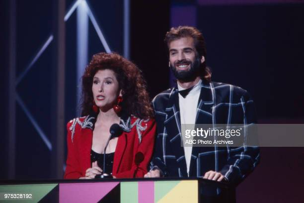 Melissa Manchester Kenny Loggins presenting on the 17th Annual American Music Awards Shrine Auditorium January 22 1990