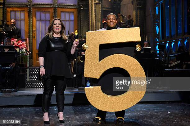 LIVE 'Melissa McCarthy' Episode 1696 Pictured Melissa McCarthy and Kenan Thompson during the fivetimers monologue on February 13 2016