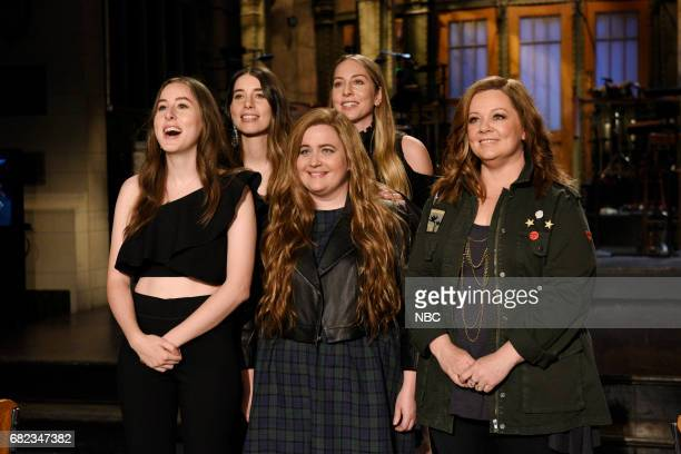 LIVE 'Melissa McCarthy' Episode 1724 Pictured Alana Haim Danielle Haim and Este Haim of musical guest HAIM poses with Aidy Bryant and host Melissa...