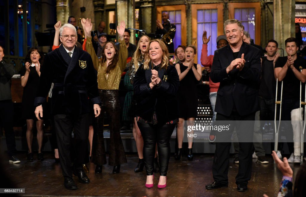 LIVE -- 'Melissa McCarthy' Episode 1724 -- Pictured: (l-r) Steve Martin, Melissa McCarthy, Alec Baldwin during 'Goodnights & Credits' in Studio 8H on May 13, 2017 --