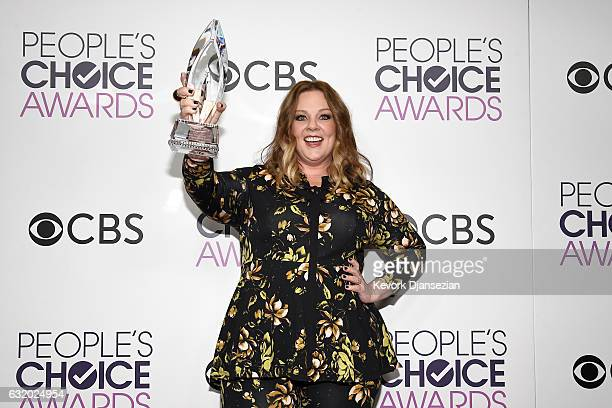 Melissa McCarthy, winner of the Favorite Comedic Movie Actress Award, poses in the press room during the People's Choice Awards 2017 at Microsoft...