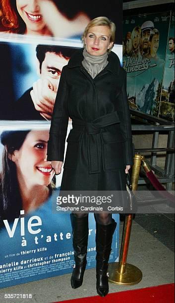 Melita Toscan Du Plantier attends the premiere of 'Une Vie à T'Attendre'