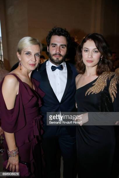 Melita Toscan du Plantier Ben Cura and his companion Olga Kurylenko attend the Liaisons au Louvre IV Evening of patronage for the benefit of the...