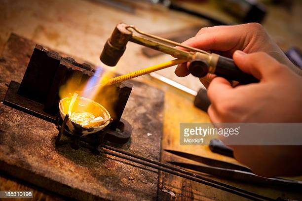 melting and casting with blow torch - juwelier stockfoto's en -beelden