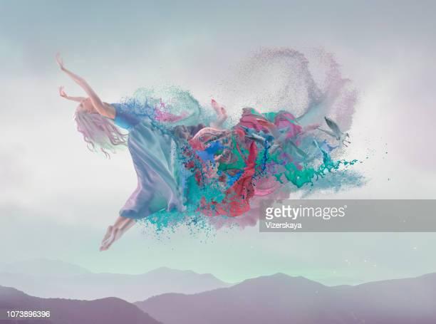 fusión de la belleza en fondo azul - cuerpo pintado fotografías e imágenes de stock