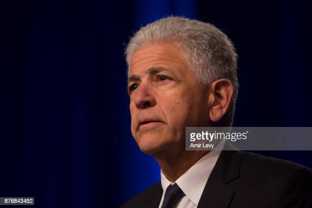 Melveny Myerys counsel Daniel M Petrocelli speaks at a news conference in Time Warner headquarters addressing the latest developments in the ATT and...