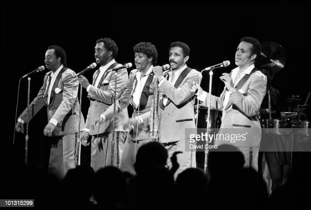 Melvin Franklin Otis Williams AliOllie Woodson Ron Tyson and Richard Street of The Temptations perform on stage at Hammersmith Odeon on 17th April...