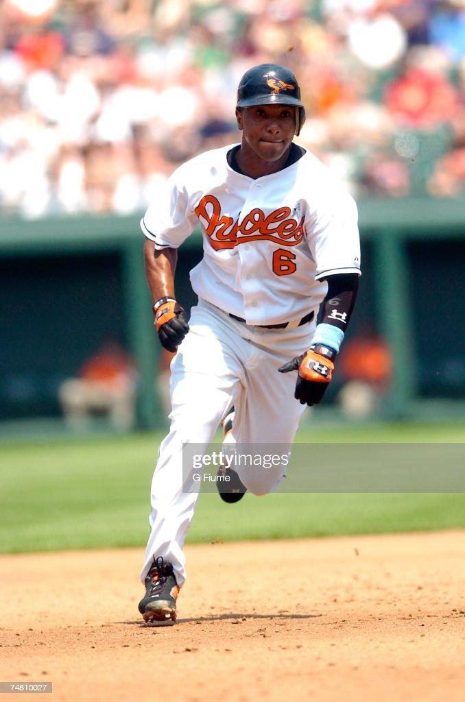 Melvin Mora #6 of the Baltimore Orioles runs the bases against the Arizona Diamondbacks at Camden Yards June 17, 2007 in Baltimore, Maryland.