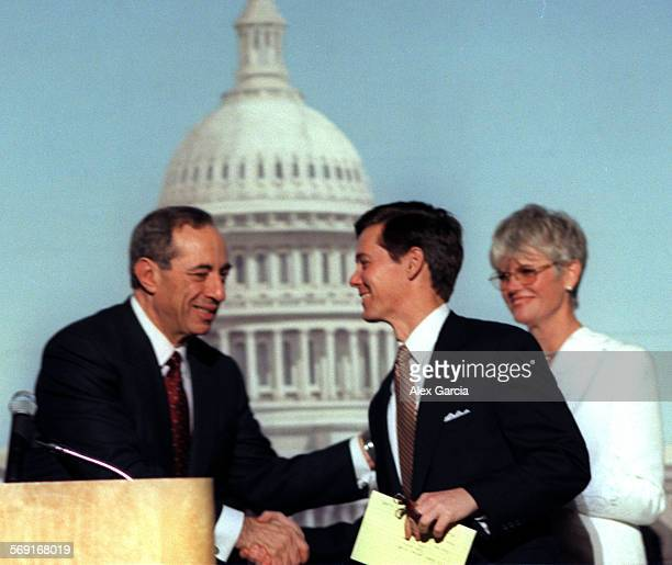 MEMarioAAG050898––Mario Cuomo and Ralph Reed shake hands following their debate at the Hyatt Regency Irvine an event held to benefit Big Brothers/Big...