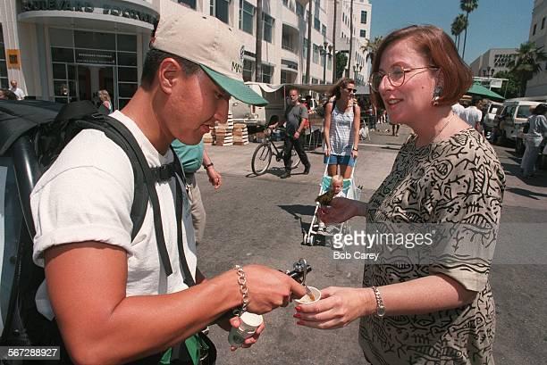 MEMazagran#20830BC/c–––Duke Lee serves mazagran to Deborah Neikirk at the Farmer's market at the 3rd St Prominade in Santa Monica The new carbinated...