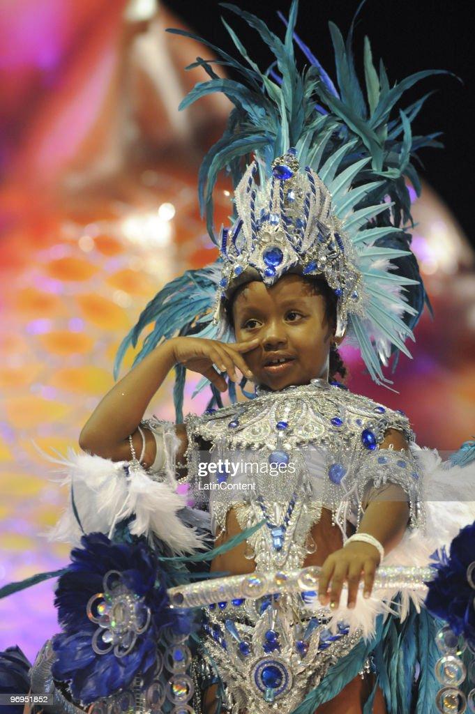 A member of Beija Flor Samba School dances during Rio de Janeiro's Carnival Champions Parade at Marques de Sapucai Sambodrome on February 21, 2010 in Rio de Janeiro, Brazil.