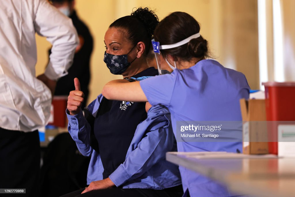 New York Firefighters Receive Covid-19 Vaccinations : News Photo