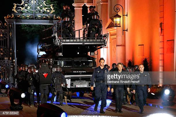 Member of GIGN Philippe Dalongeville Actor Richard Berry Chief of GIGN Colonel Hubert Bonneau and Members of GIGN attend the 'Une Nuit avec la Police...