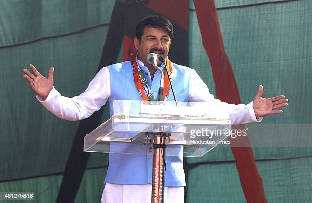 Member of Parliament Manoj Tiwari addresses during the 'Abhinandan rally' of Prime Minister Narendra Modi at Ramlila Maidan on January 10 2015 in New...