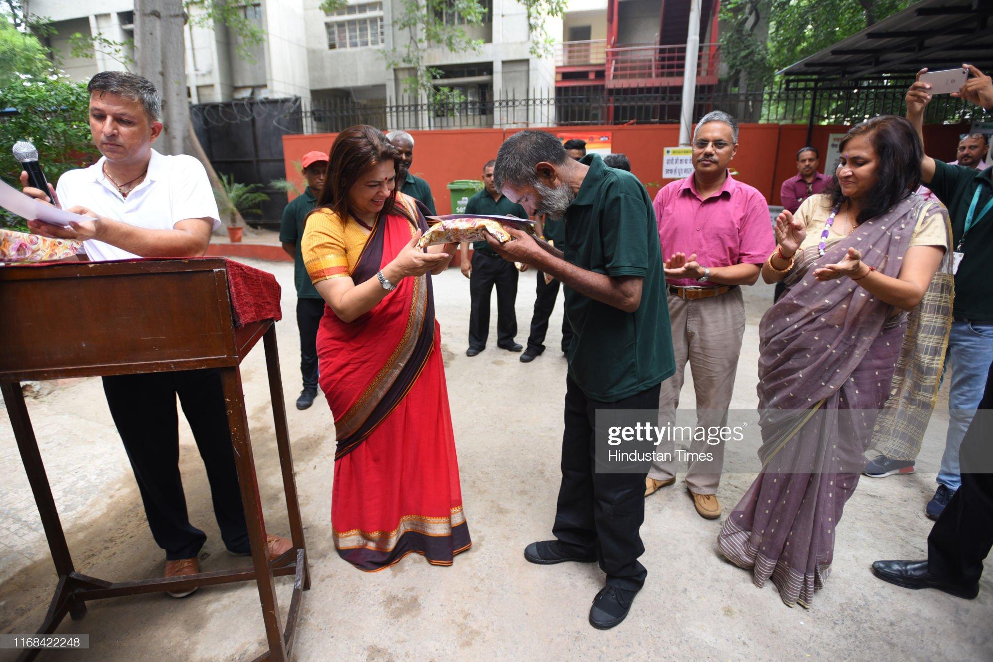 Member Of Parliament Meenakshi Lekhi Inaugurates Community Wet Waste Composting Unit : News Photo
