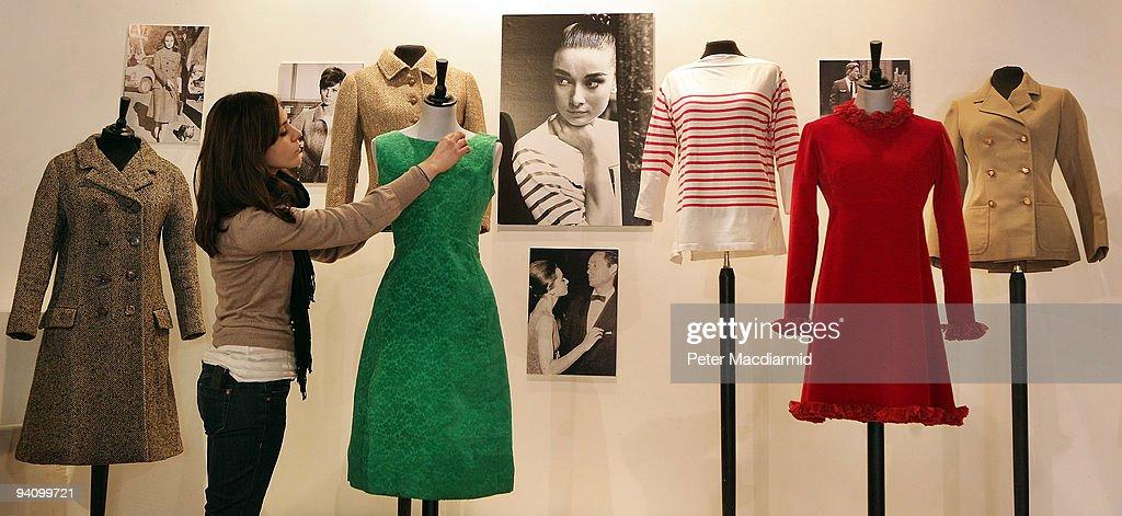 Photos et images de Dresses Worn By Audrey Hepburn Are ...