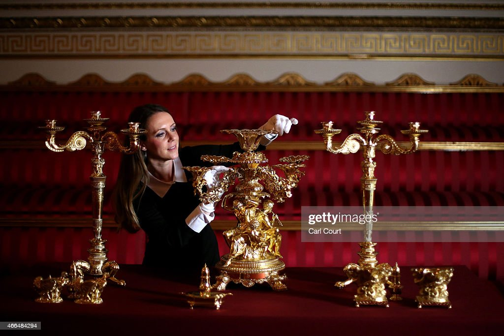 Buckingham Palace Prepares For Its Summer Exhibition Entitled The Royal Welcome : Foto di attualità