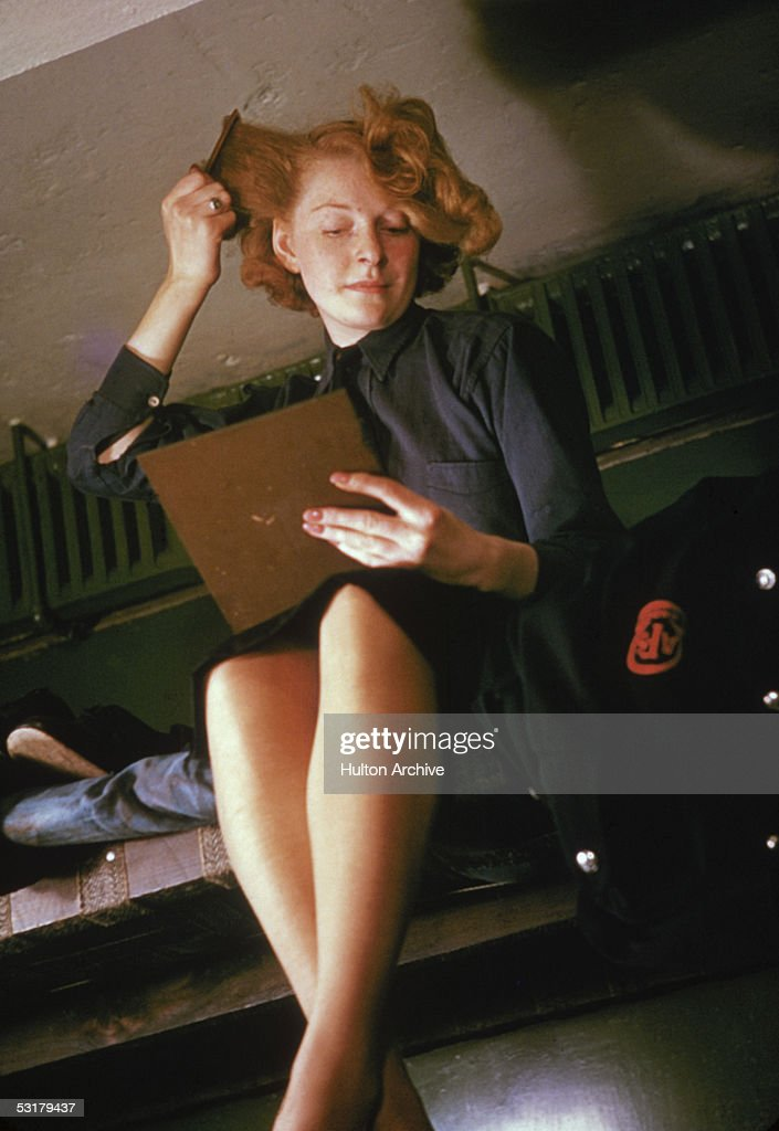 A member of the Auxiliary Territorial Services (ATS) combs her hair, London, 1942.