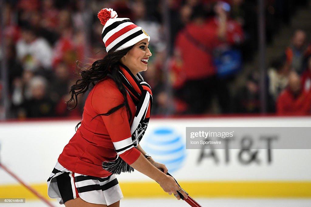 NHL: DEC 11 Stars at Blackhawks : Nachrichtenfoto