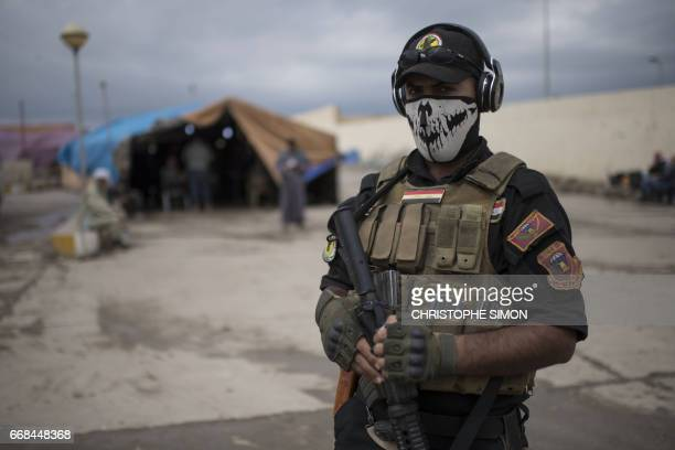 TOPSHOT A member of the Iraqi counterterrorism service forces at a processing center for displaced citizens in western Mosul on April 14 2017 / AFP...