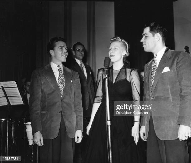 A member of the Modernaires Glenn Miller Marion Hutton and Tex Beneke of the Glenn Miller Orchestra perform in circa 1940 in New York