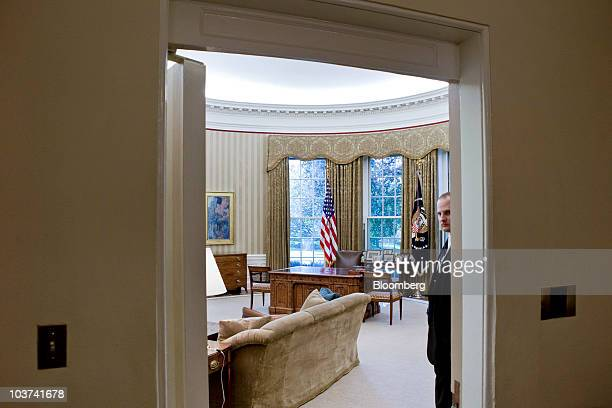 A member of the Secret Service stands guard in the Oval Office at the White House in Washington DC US on Tuesday Aug 31 2010 US President Barack...