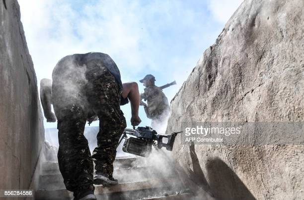 TOPSHOT A member of the Syrian Democratic Forces fires a rocketpropelled grenade during clashes with Islamic State group jihadists near the central...